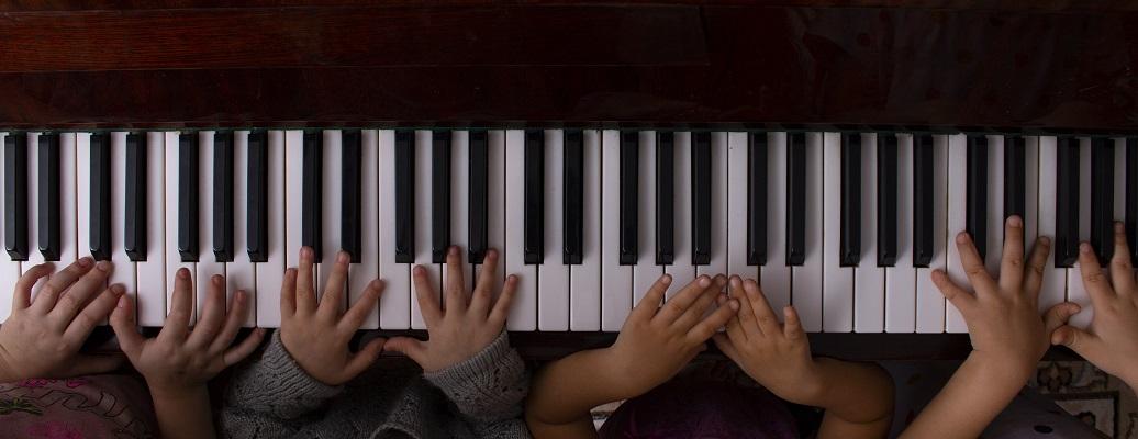 Klavier Kinderhände
